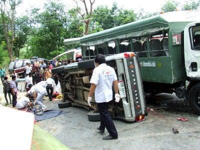 Head-on smash on Phuket's Big Buddha hill leaves at least three dead | The Thaiger