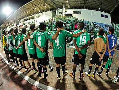 The team in front is FC Phuket | The Thaiger