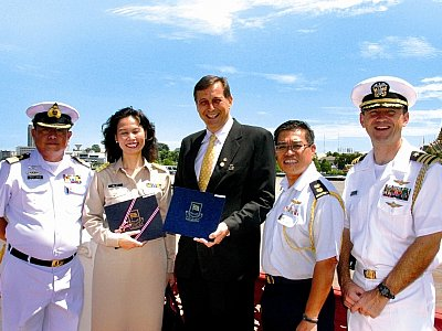 Phuket resident Brad Kenny receives Thai Navy award | The Thaiger
