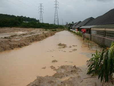 'Mud Garden': Phuket residents protest mudslides, flooding   The Thaiger