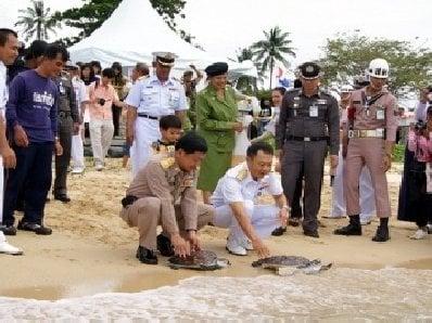Phuket marks His Majesty's birthday | The Thaiger