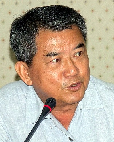 Phuket officials tackle taxi, tuk-tuk blockades | The Thaiger
