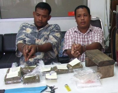Phuket Police pinch pot peddlars | The Thaiger