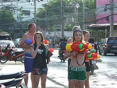 Phuket tourism industry rakes in B800mn over Songkran | The Thaiger