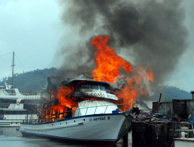 Phuket dive boat goes up in flames | The Thaiger