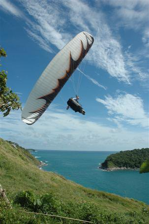 Paragliders to get high in Phuket | The Thaiger