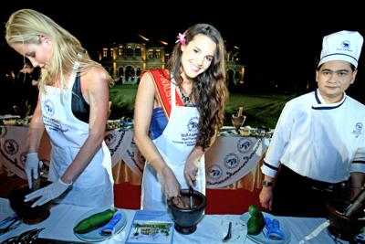 Belgian beauties smash papaya in Phuket | The Thaiger