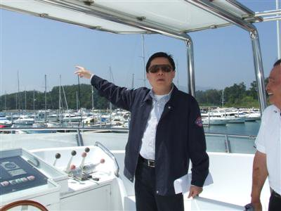 Transport officials inspect Ao Por wave attenuator | The Thaiger
