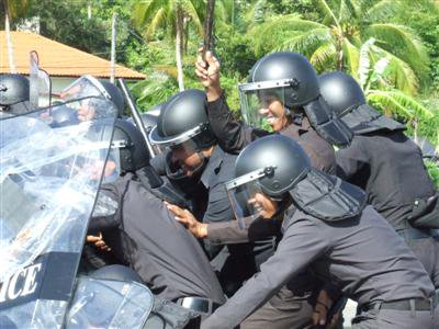 Phuket Police practice crowd control | The Thaiger