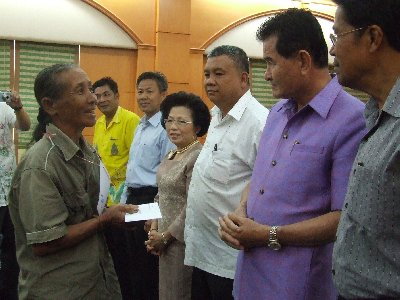 Phuket governor dishes out money, advice | The Thaiger