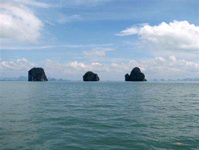 Foundered ferry under tow to Phuket | The Thaiger