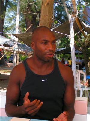 Simon Burrowes misses flight from Phuket! | The Thaiger