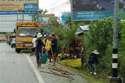 Inmates spruce up Phuket roadsides for ministers' meeting | The Thaiger