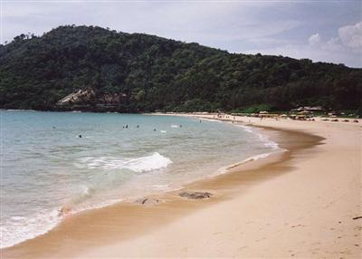 Body found on Nai Harn Beach Phuket remains unidentified | The Thaiger