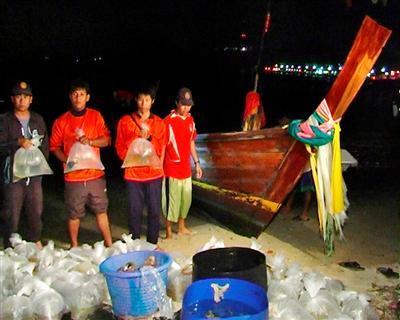 Phuket sea gypsies arrested for cyanide fishing | The Thaiger