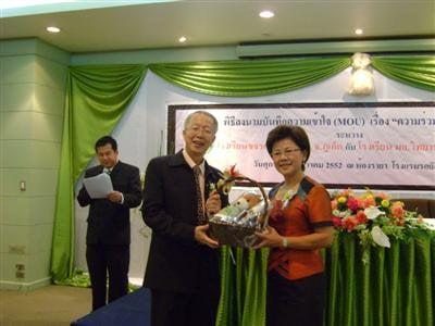 Phuket's Kajonkietsuksa School signs MOU with PSU Wittayanusorn | Thaiger
