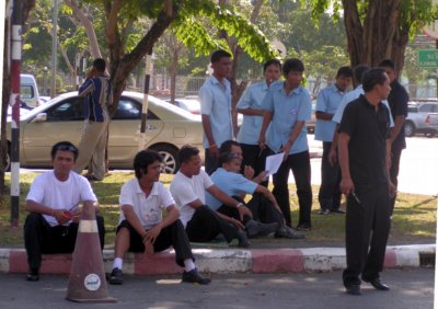 Protest over Phuket Airport limo concession   The Thaiger