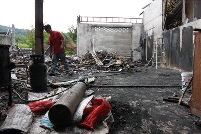 Bt1m in damages from Phuket furniture shop fire | The Thaiger