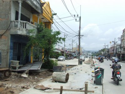 Townhouse demolition goes ahead for Phuket road expansion | The Thaiger