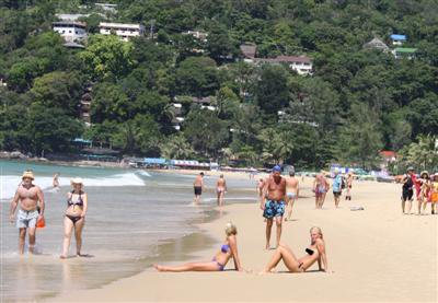 Lots of tourists in Phuket, but they aren't spending much | The Thaiger