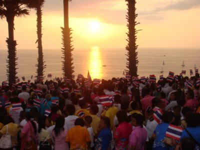 Phuketians turn out for mass show of national pride | The Thaiger
