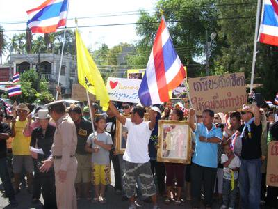 Yellow shirts active in Phuket | The Thaiger