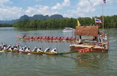 Traditional paddlers back in Phang Nga Bay | The Thaiger