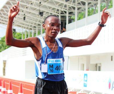 Samson Kiplagat Tennai celebrates Phuket Trail Masters win | The Thaiger
