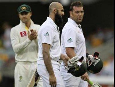 International Cricket: Rain delays start of Aussie test | The Thaiger