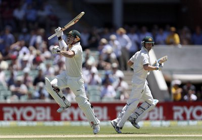International Cricket: Clarke blasts a double; Proteas lose pace | Thaiger