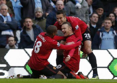 Football Roundup: Van Persie breaches City fortress, Everton win | Thaiger