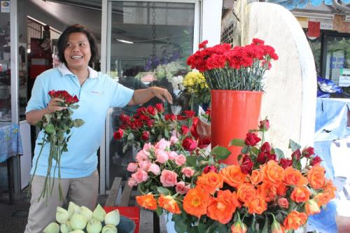 Rose vendors absorb inflation for 'day of love' | The Thaiger