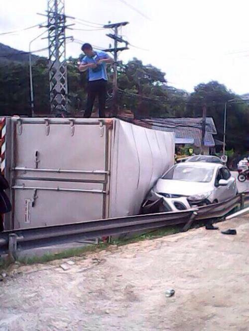 Traffic resumes after 10-wheeler flips on Patong Hill   The Thaiger