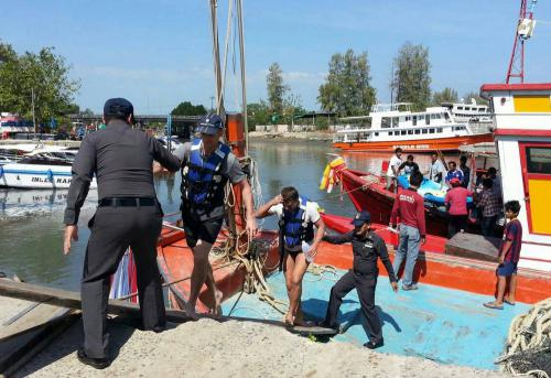 Russian tourists spring a leak, saved by Phuket fishing boat | The Thaiger