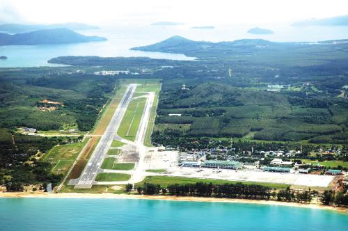 Phuket Opinion: Airport expectations hit rough turbulence   The Thaiger