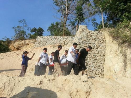 One dead, one injured in Phuket construction landslide | Thaiger
