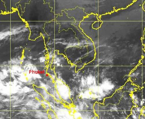 Heavy showers set to dampen Phuket new year | The Thaiger