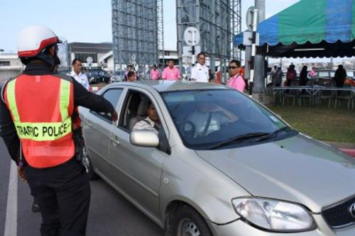 Phuket votes for tough action against illegal taxis   Thaiger