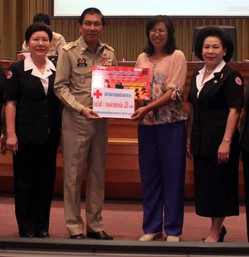 Pork lady wins half million baht of gold from Red Cross Lucky Draw   Thaiger
