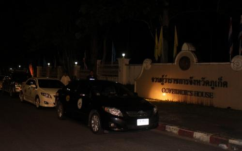 Phuket illegal taxi drivers stalk Governor, demand resolution | The Thaiger