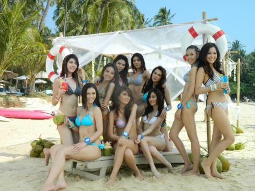 Miss Thailand World contestants stun Phuket beach goers | The Thaiger