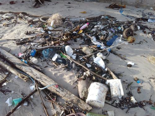 Monsoon weather brings trash to Phuket shore | The Thaiger