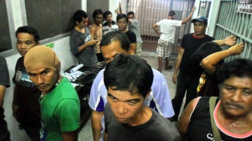 Phuket Police raid cockfight | The Thaiger