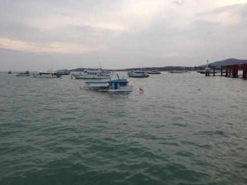 All safe after Phuket tour boat hits mooring, sinks in Chalong Bay   The Thaiger