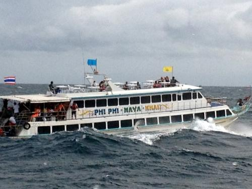 Phuket Video Report: More than 100 tourists rescued from sinking ferry | The Thaiger