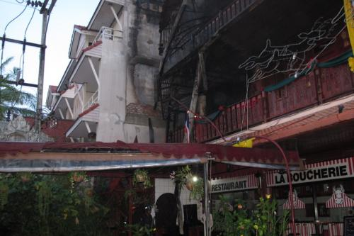 Phuket tourists run for their lives as Patong hotel fire breaks out | Thaiger
