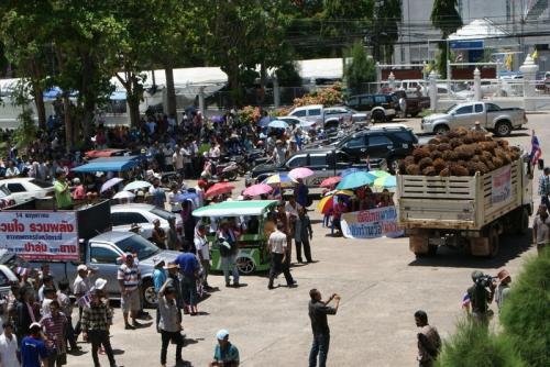 Krabi farmers threaten airport blockade | The Thaiger