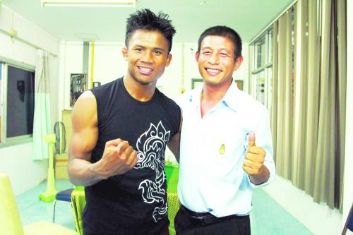 Phuket Sports: Buakaw draws thousands to Patong fight | Thaiger