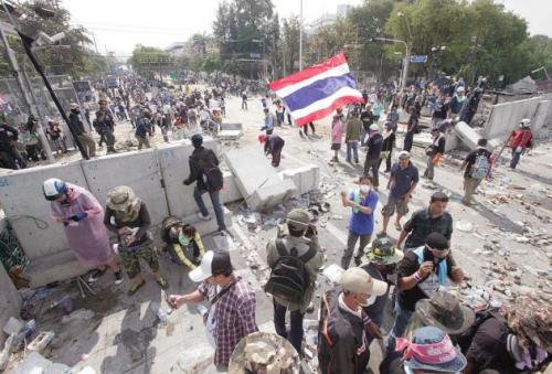 Phuket Gazette Thailand News: Truce in Bangkok; Suthep calls for People's Assembly; More officials face rice-pledge probe | Thaiger
