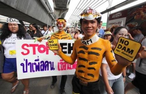 Phuket Gazette Thailand News: Dam protesters in Bangkok; Turtles dumped at airport; Gold mine gunmen intimidate villagers | The Thaiger